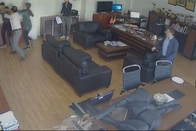 Müdür odasında öğrenciye saldırı