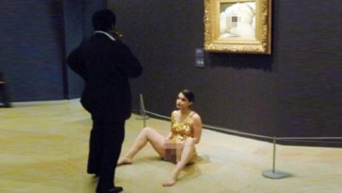 Müzede cinsel organ krizi!