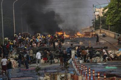 Myanmar'da darbe: 16 asker hayatını kaybetti
