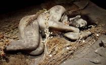 Neandertaller ölülerini çiçeklerle mi gömüyordu?