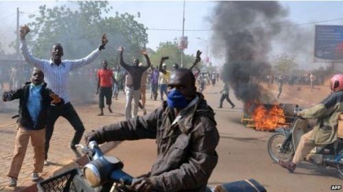 Nijer'de 2 kilise yakıldı!