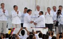 Nobel Barış Ödülü, FARC'la barış anlaşması imzalayan Kolombiya Devlet Başkanı Juan Manuel Santos'a verildi!