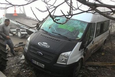 Öğrenci servisi şarampole yuvarlandı: 12 çocuk yaralı