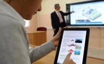 Öğrenciler verilen tabletleri internetten satıyor!