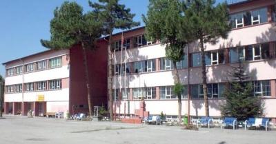 Okuldan atılan öğrenci, müdür yardımcısını bıçakladı