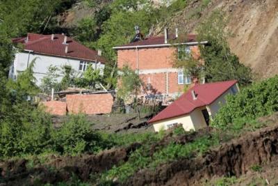 Ordu'da heyelan: 15 ev çöktü, mahalle tahliye edildi