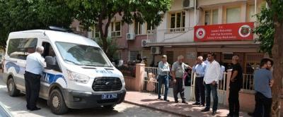 Otobüs kapısına eteği sıkışan üç çocuk annesi hayatını kaybetti