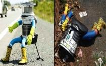 Otostopçu robotun kafasını kopardılar!