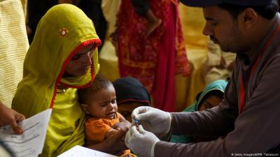 Pakistan'da yüzlerce çocuğa HIV virüsü bulaştı