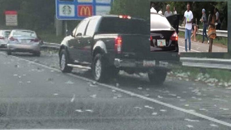 Para kamyonunun kapısı açıldı, 175 bin dolar yola saçıldı