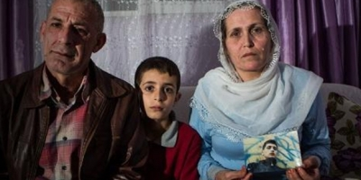 Parkta Kürtçe türkü söylerken dövülerek gözaltına alınan Mazlum ve Zana beş aydır tutuklu!