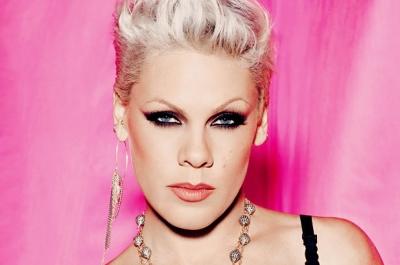 Pink: Çıplak selfie feminizm değildir