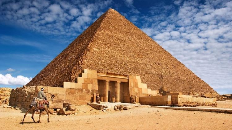 Piramitte cinsel ilişkiye giren çifte soruşturma
