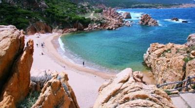 Plajdan bir şişe kum alan turiste para cezası