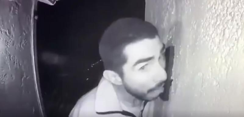 Polis 3 saat boyunca kapı zilini yalayan kişiyi arıyor