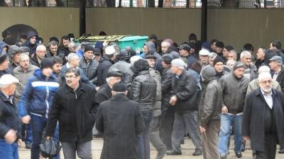 Polis camiye girip cenazeyi götürdü