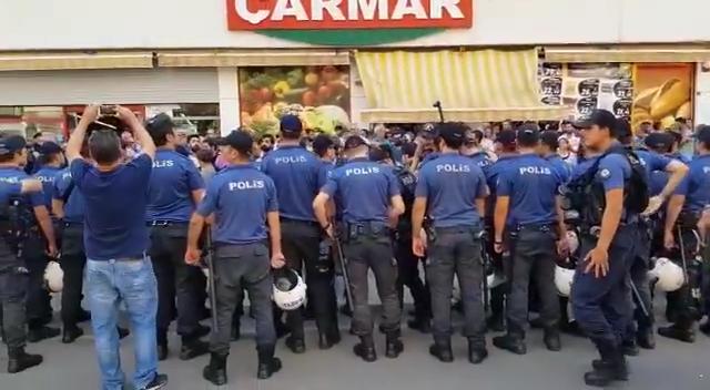 Polis, Diyarbakır'da açıklama yapmak isteyen HDP'li grubun çevresini kuşattı