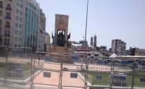Polis Taksim'i kuşattı!