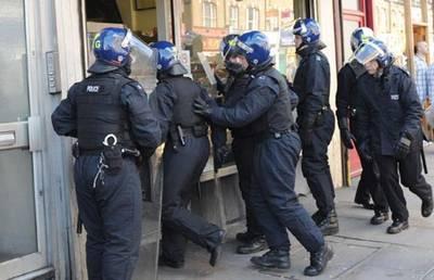 Yürüyüş dergisi çalışanları gözaltına alındı!