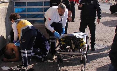 Polise jiletle saldıran kişi vuruldu