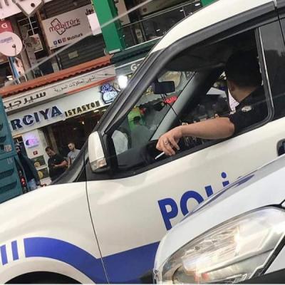 Polisler sigara yasağına uymuyor