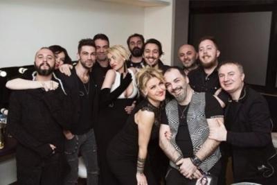 Pop Şarkıcısı ve Reklam Yıldızı Sıla'nın Dekoltesi Hayranlarını İkiye Böldü