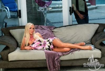Porno oyuncusu Nikki Benz, şiddet gördüğü gerekçesiyle Brazzers'e dava açtı