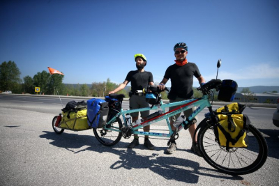Roma'dan Pekin'e bisiklet sürüyorlar