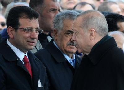 Sağ: Erdoğan, AKP'li meclis üyelerine 'İmamoğlu'nun tüm vaatlerini takip edeceksiniz' dedi