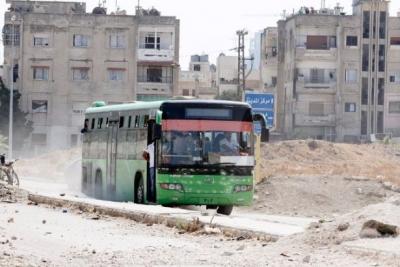 Sağlık görevlilerini taşıyan otobüsler cihatçı kuşatmasındaki yerlere gidiyor