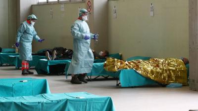 Sağlık sistemi çöken İtalya tıp öğrencilerini göreve çağırdı