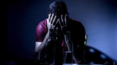 Sahte içki: Görme bulanıklığı hissedildiği anda acile gidilmeli