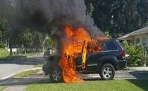 Samsung'un toplattığı telefon patladı, araç yandı!
