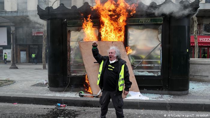Sarı Yelekliler İngiltere'de başsavcının ofisini bastı