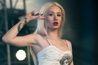Şarkıcı Iggy Azalea çıplak fotoğraflarının yayılmasının ardından hesabını kapadı