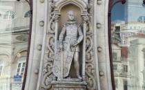 Selfie çeken turist 126 yıllık heykeli kırdı!