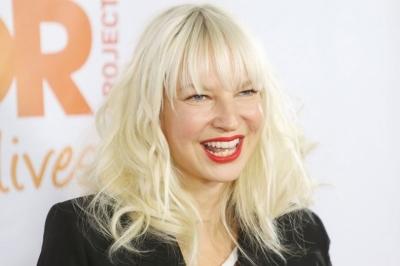 Sia'dan şantajcılara yanıt; Çıplak fotoğrafını paylaştı!