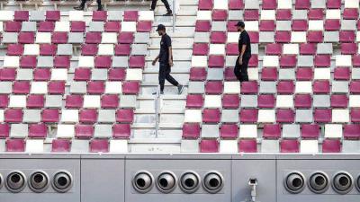 Sıcaklığın 50 derecelere yaklaştığı Katar'da açık havada klima kullanımı başladı