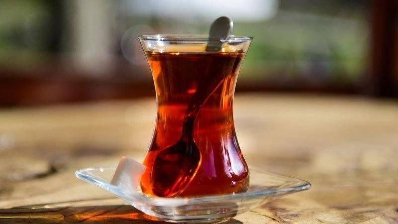 Sigara ve alkol kullananlar çayı sıcak içmemeli