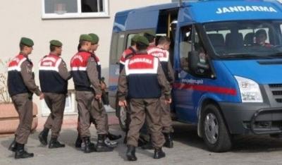 Sosyal medyada PKK'yı övdüğü gerekçesiyle jandarma yurdu bastı