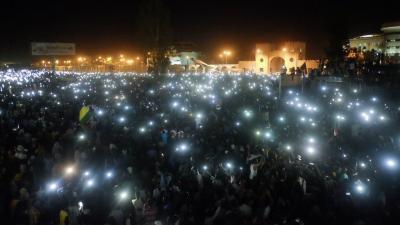 Sudan'da binlerce kişi genelkurmay yerleşkesi önünde protesto düzenliyor