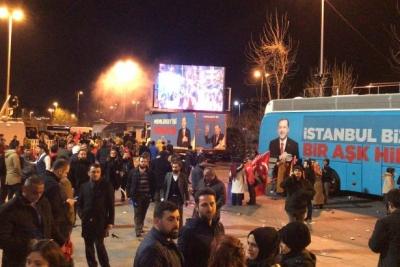 Sümer: 'Binali Yıldırım'ın canlı yayını iptal oldu, AKP önündeki kalabalık dağıldı'
