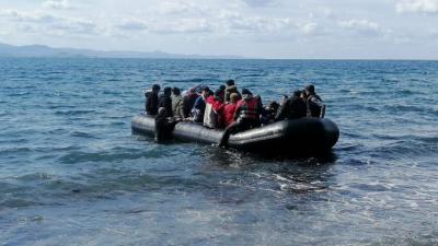 Suriyeliler botlarla Yunanistan'a geçmeye başladı