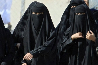 Suudi Arabistan Prensi: Kadınlar 'edepli' giyindikleri sürece çarşaf giymek zorunda değil