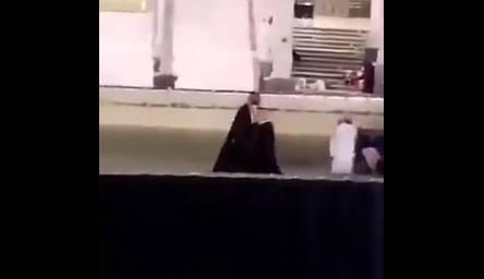 Suudi veliaht Prens Selman Kabe'nin çatısına çıktı
