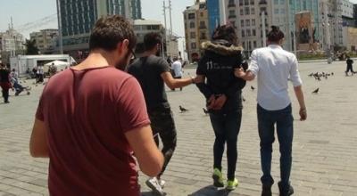Taksim'de 'kışlık mont' giyen kişi gözaltına alındı