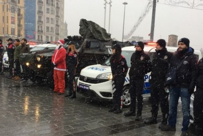 Taksim'e ve İstiklal Caddesi'ne çıkan yollar kapatıldı
