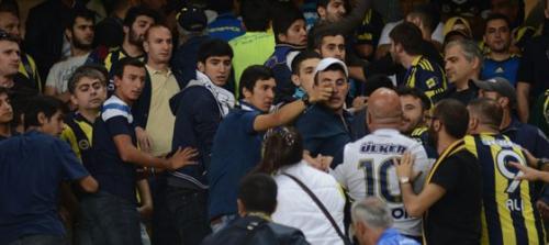 Gezi Parkı sloganları nedeniyle iki Fenerbahçeli grup arasında kavga çıktı!