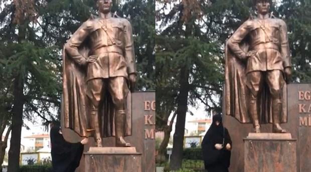 Tekirdağ'da bir kadın, Atatürk Anıtı'na baltayla saldırdı