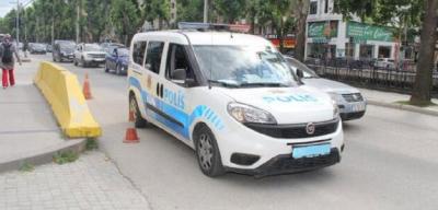 Trafikte telefonla konuşan polise ceza